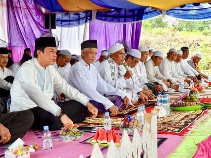 SEKDA Rooswandy Salem Hadiri Haul Akbar Ke 32 KH Zakaria bin H Muhammad, Minggu (18/8/19) di Desa Bakarangan Kecamatan Kusan Hulu